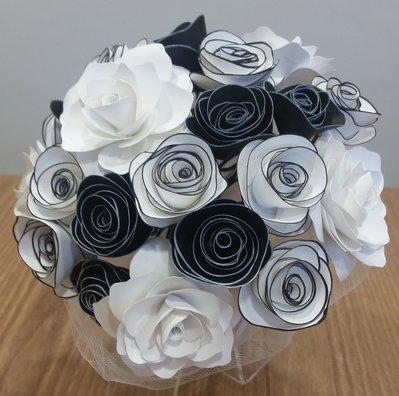 Bouquet Sposa Di Carta.Bouquet Fiori Carta Bianco Nero Feste Matrimonio Di Pimpinell Su Misshobby