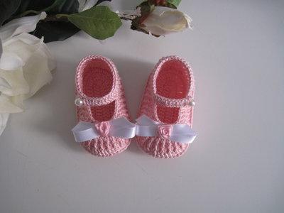 Scarpine rosa/fiocco bianco neonata battesimo cerimonia nascita cotone all'uncinetto
