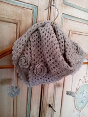 sciarpa scialle bambina lana a uncinetto grigio chiaro con nappe e fiori  - coprispalle fatto a mano - baktus ragazza