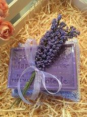 Sapone naturale di violetta con cuscinetto damascato