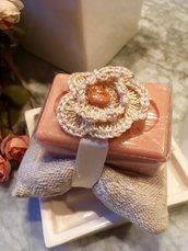 Sapone provenzale di albicocca con cuscino damascato