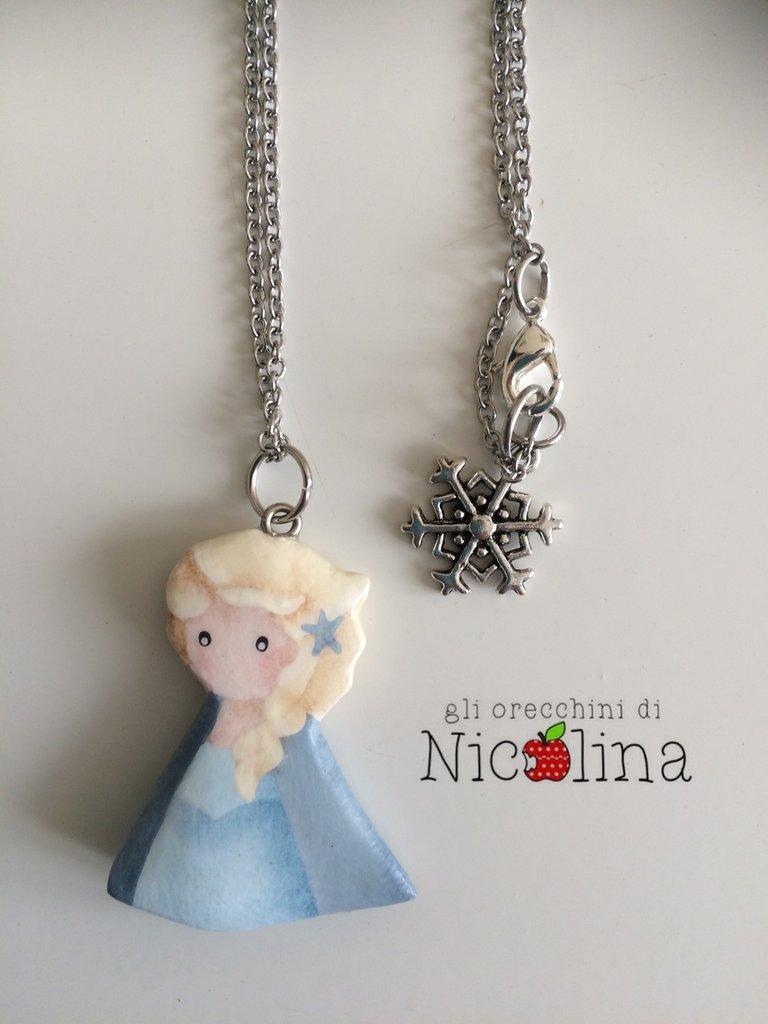 Collana lunga C'era una volta ... Frozen Elsa in cartapesta con fiocco di neve in metallo