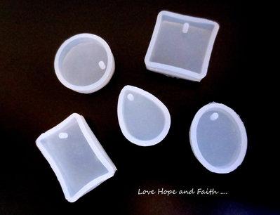Set 5 stampi in silicone per resine ecc. (cod.PRODOTTO ECONOMICO)