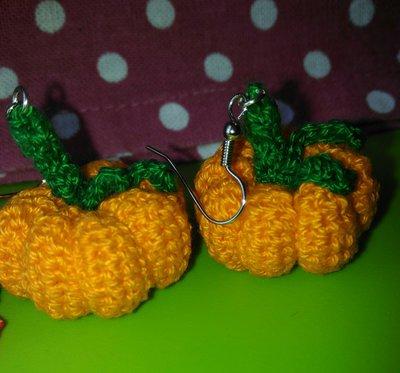 Orecchini uncinetto amigurumi zucca Halloween arancioni verde coto ... | 373x400