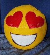 Cuscino Faccina Smile Emoji Emoticon Occhi Cuore Love Amore Peluche Pannolenci