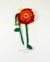 Segnalibro all'uncinetto, fiore rosso, arancio e giallo, con stelo verde e perle, bookmark, per la lettura