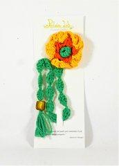 segnalibro all'uncinetto, fiore giallo, arancio e verde, con stelo verde e perle, bookmark, per la lettura