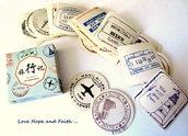 """LOTTO 40 stickers adesivi in carta """"Francobolli e timbri dal mondo"""" (4,5x4,5cm circa)"""