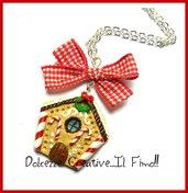 Natale in Dolcezze - Collana biscotto con casetta di marzapane e fiocco rosso - idea regalo handmade kawaii fimo