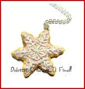 Natale in Dolcezze - Collana con biscotto fiocco di neve rosa glassato - handmade kawaii idea regalo miniature