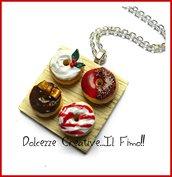 Natale in Dolcezze -  Collana vassoio con donut natalizi - ciambelle - glassa kawaii agrifoglio handmade fimo