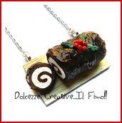 Natale in Dolcezze -  Collana Tronchetto - Dolce natalizio al cioccolato con crema alla vaniglia e agrifoglio