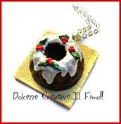Natale in Dolcezze - Collana vassoio con ciambellone - dolce natalizio glassato con agrifoglio - handmade, kawaii, idea regalo, fimo