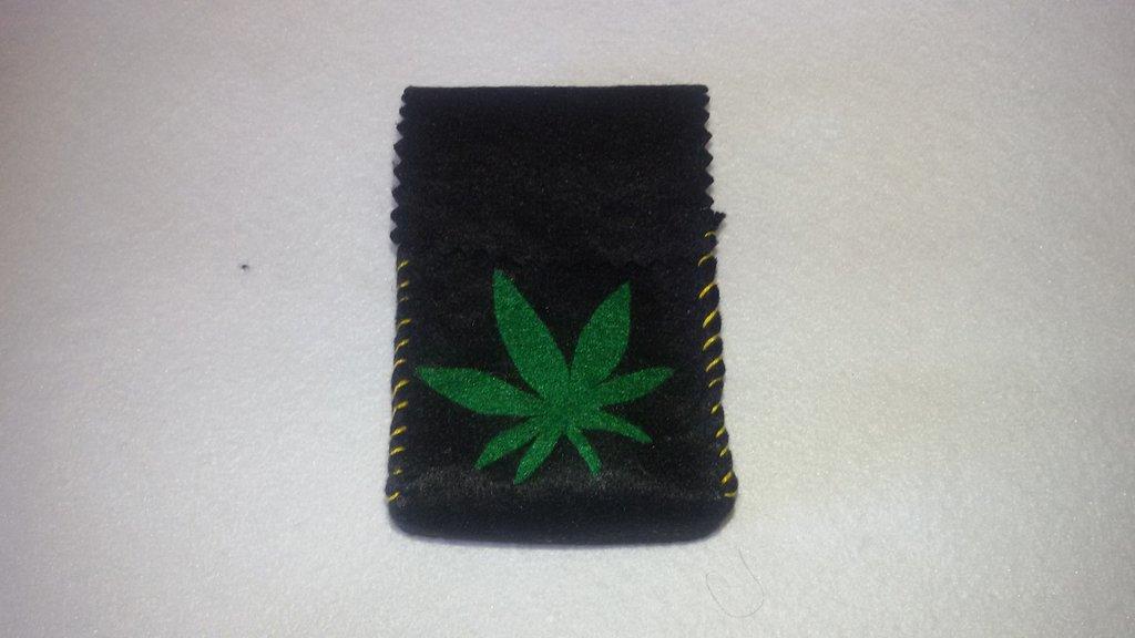 Portasigarette NERO unisex con foglia di marijuana