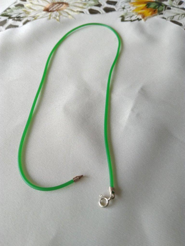 1 cordino in caucciù  e chiusura in argento 925, 44 cm,