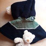poncho mantella neonato fatto a mano lana blu e verde con cappuccio ai ferri- idea regalo bebè -  cardigan bimbo maglione gilet ai ferri