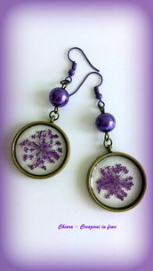Orecchini in resina handmade con fiori secchi viola idea regalo natale