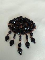 ciondolo, pendente , per collana,  in mezzo cristallo nero, fatta a mano