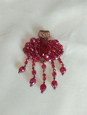ciondolo, pendente , per collana,  in mezzo cristallo rosso, fatta a mano