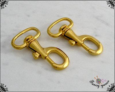 2 Moschettoni in metallo colore oro, lunghi mm.46, spazio interno mm. 20