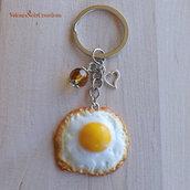 Portachiavi uovo fritto in fimo