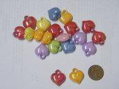 5 perle a cuore acriliche