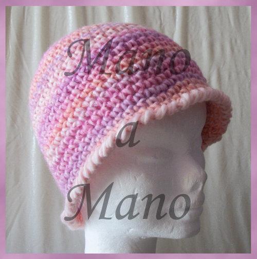 Cappello a cloche rosa sfumato