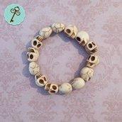 Bracciale elastico con perle bianche in vetro - teschio