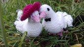Coppia di piccioni ad uncinetto, colomba, regalo nozze, regalo convienza, piccioni con cappello