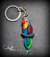 ciondolo pappagallo| portachiavi pappagallo| portachiavi animali| parrot keychain| animals keychain|portachiavi fimo| pappagallo fimo| animali in fimo| ciondolo fimo|