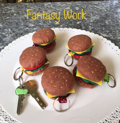 Portachiavi in feltro a forma di hamburger
