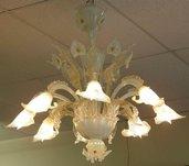 Tazza, ricambio per lampadari Venini e non, con pezzi rotti , in vetro soffiato di Murano, color bianco opalino