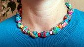 Collana girocollo con teschi multicolore in fimo e perline in legno per halloween, idea regalo personalizzabile