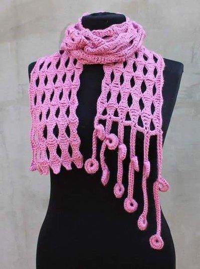sciarpa di lana all'uncinetto