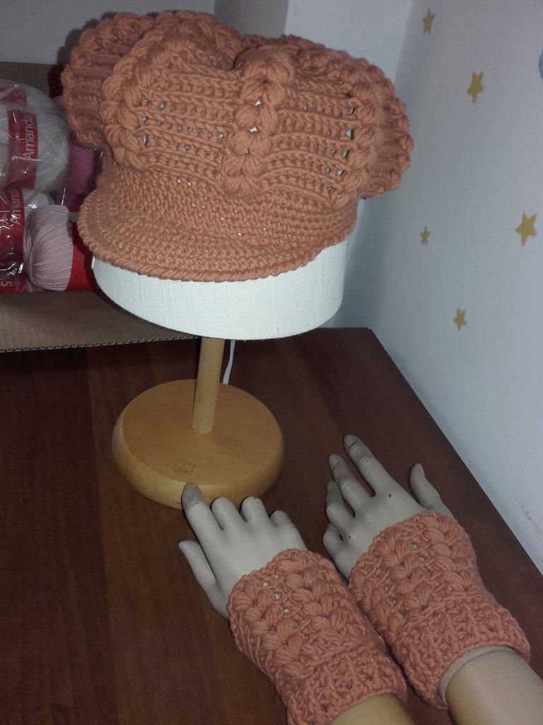 Basco donna,cappello,polsini mezzi guanti, bellissimo completo per l'inverno