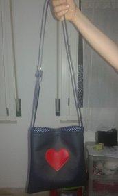 borsa blu cuore rosso
