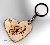 Portachiavi cuore personalizzato con incisione iniziale nome