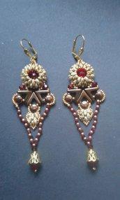 Orecchini pendenti con cristalli Swarovski rossi stile egiziano