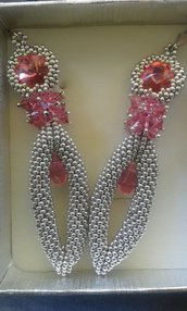 Orecchini pendenti romantici colore argento e rosa fatti a mano