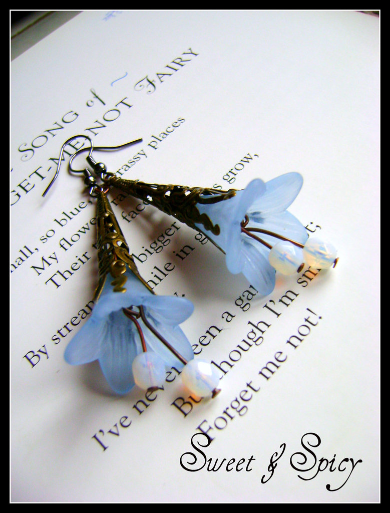 "FLOWERS COLLECTION-""BLUEBELL"" LUCITE TRUMPET FLOWER EARRINGS-ORECCHINI VINTAGE CON FIORE IN LUCITE"