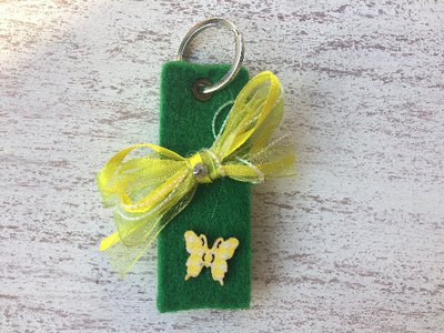 Portachiavi in feltro verde