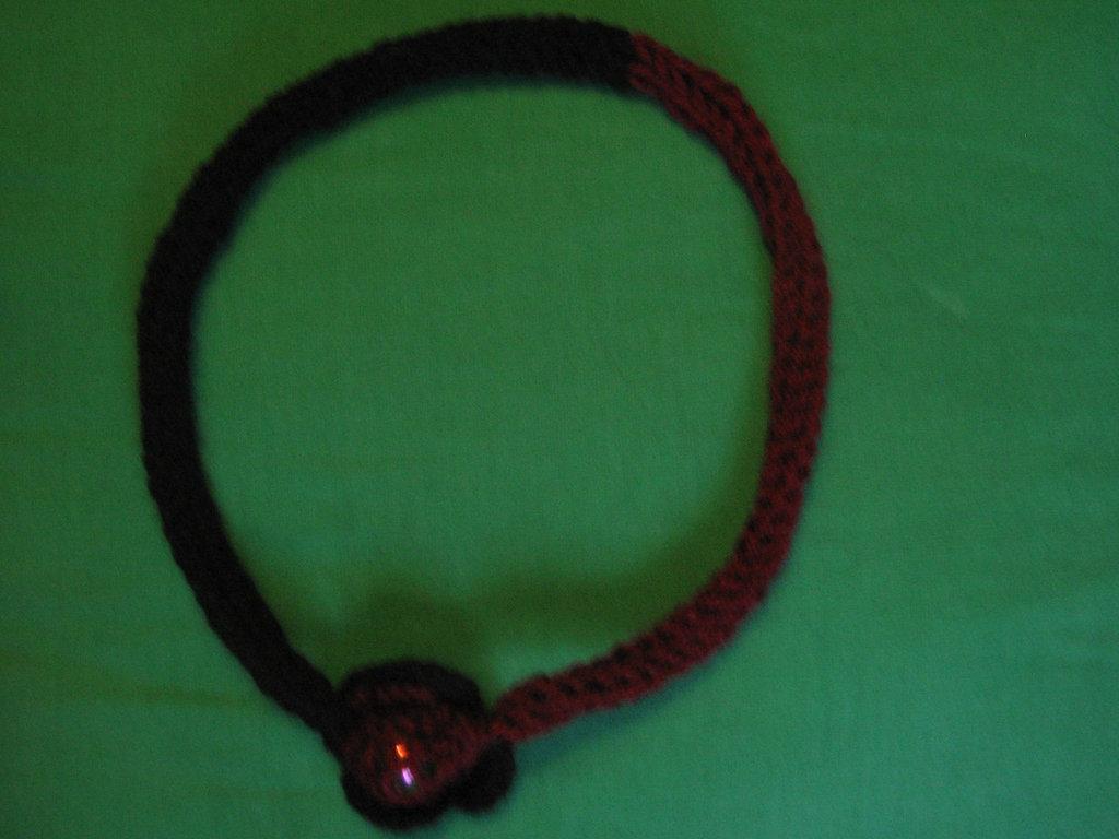 Girocollo di lana con perla