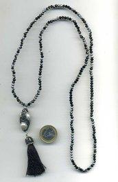 Collana con pendente a nappa in pirite perle e seta nera