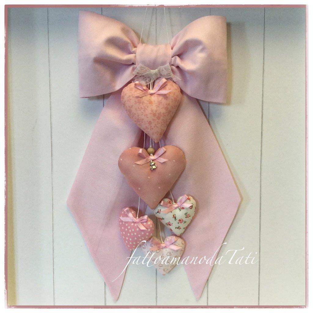 Fiocco nascita in cotone rosa con 5 cuori imbottiti fantasia