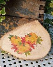 Sottopentola o tagliere per dolcetti o formaggi, in legno naturale,decorato con stampa zucche.