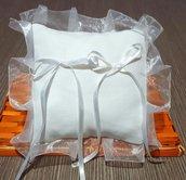 Cuscino fedi cuscinetto portafedi volant organza semplice bianco tela aida da ricamare punto croce matrimonio