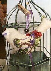 Uccellino imbottito fantasia di viola e rosso