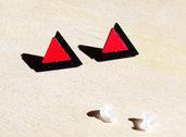Orecchini Triangoli nero e rosso, orecchini a lobo, orecchini in legno, orecchini minimalisti