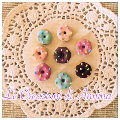 Miniature ciambelle donuts con zuccherini realizzate in pasta di mais