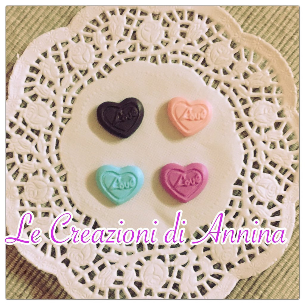 """Cioccolatini """"love"""" colorati realizzati in pasta di mais"""